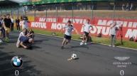 월드컵을 앞두고 잉글랜드 대표 애스턴 마틴과 독일 대표 BMW가 맞붙었다.