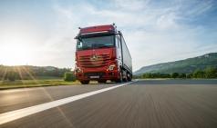 더욱 안전한 트럭을 위한 메르세데스-벤츠의 4가지 신기술