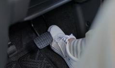 가속페달 오작동 사고를 막아주는 안전장치가 있다?
