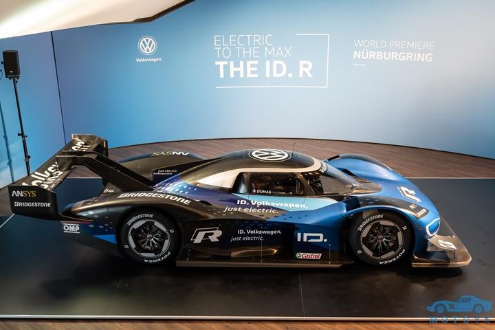 The_Volkswagen_ID._R_electric_race_car_--9714.jpg