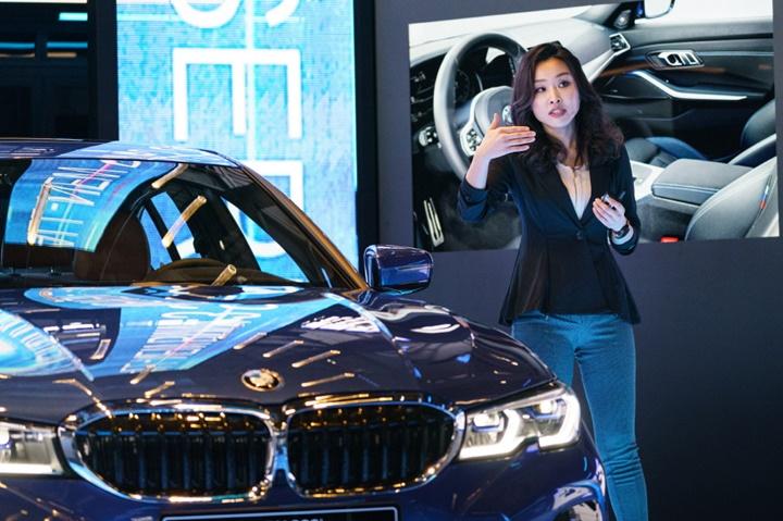 사진 - BMW 뉴 3시리즈 인테리어 담당 김누리 디자이너 (2).jpg