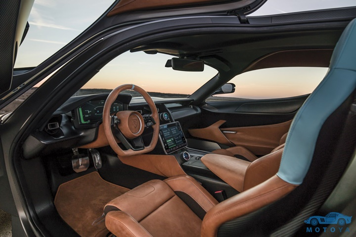 c_two-interior-overview-infotainment.jpg
