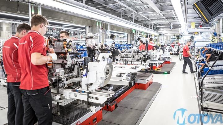high_axle_assembly_taycan_factory_stuttgart_zuffenhausen_2019.jpeg